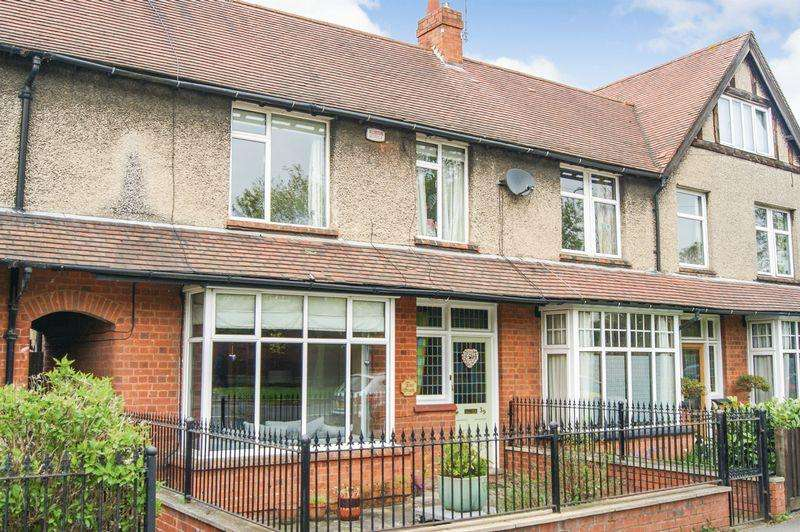 3 Bedrooms Terraced House for sale in Belton Lane, Grantham