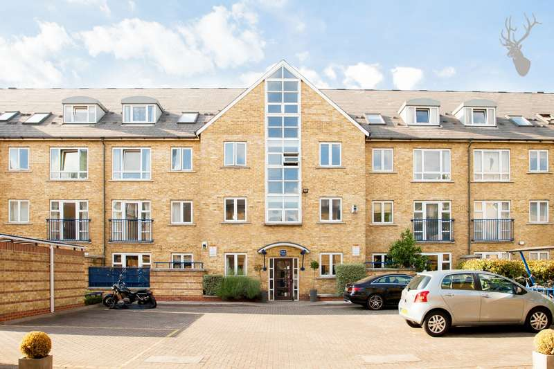 3 Bedrooms Flat for sale in St Marys Court, Bow Road, Bow, E3