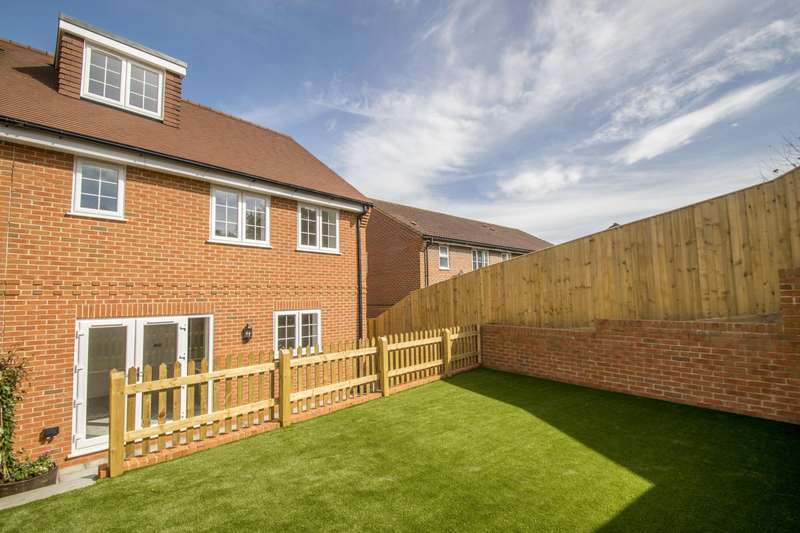 3 Bedrooms Semi Detached House for sale in Cleeve Down, Goring, Reading, RG8