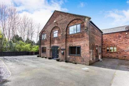 3 Bedrooms Barn Conversion Character Property for sale in Steadman Mews, Wigan Road, Westhoughton, Bolton, BL5
