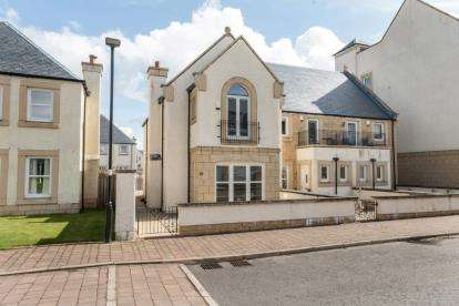 3 Bedrooms End Of Terrace House for sale in Cromarty Grove, Inverkip