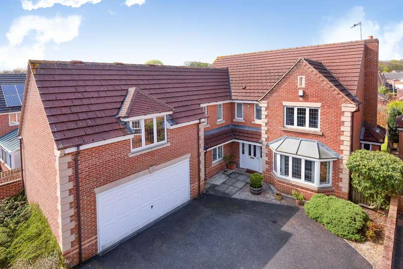 5 Bedrooms Detached House for sale in Stoneleigh Garth, Shadwell, Leeds, LS17 8FG