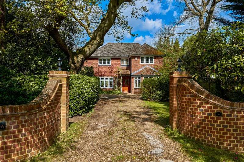 5 Bedrooms Detached House for sale in Woodham Waye, Woking