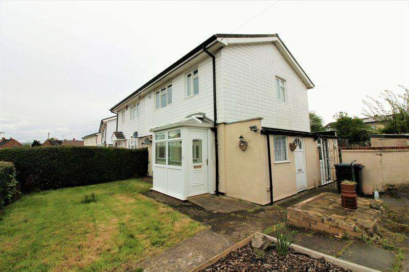 3 Bedrooms Semi Detached House for sale in Hunters Way, Llay, Wrexham