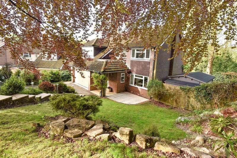 5 Bedrooms Detached House for sale in Forest End Road, Sandhurst