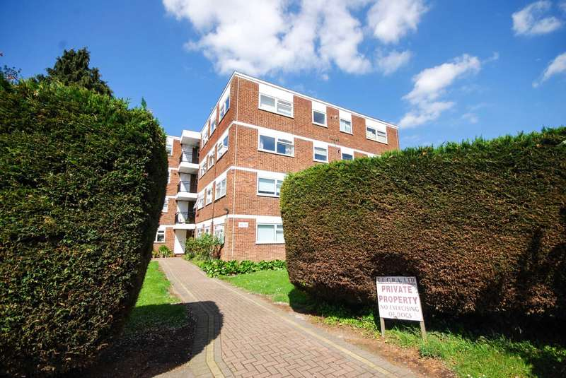 Studio Flat for sale in Lynwood Close, South Woodford