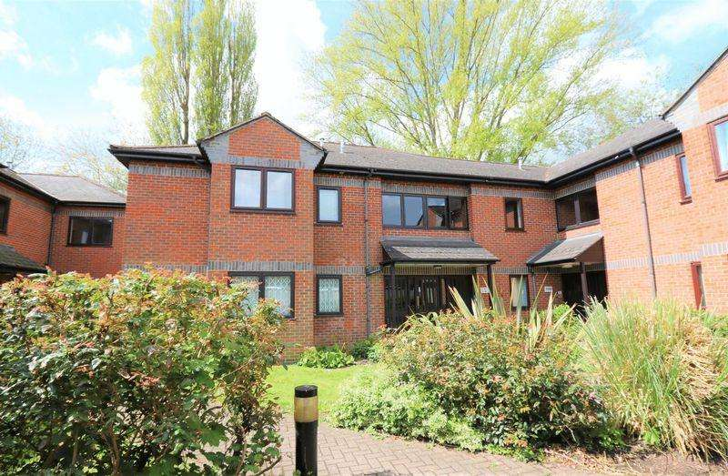2 Bedrooms Apartment Flat for sale in 2 Bed 2 Bath - Views across open parkland