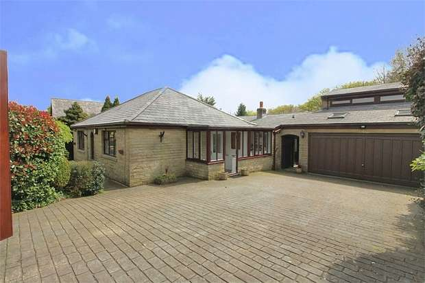 4 Bedrooms Detached House for sale in Stainland Road, Barkisland, Halifax, West Yorkshire