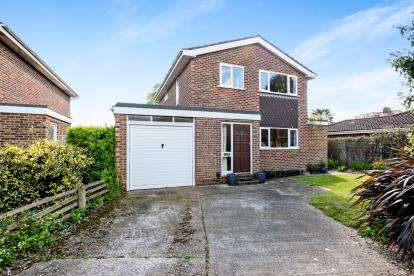 5 Bedrooms Detached House for sale in Stubbington, Hampshire, United Kingdom