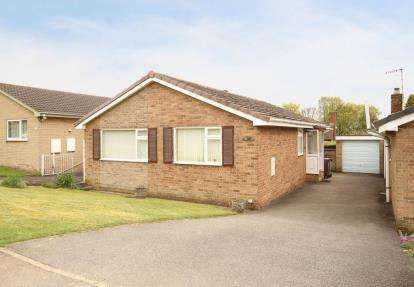 3 Bedrooms Bungalow for sale in Summerfield Road, Dronfield, Derbyshire