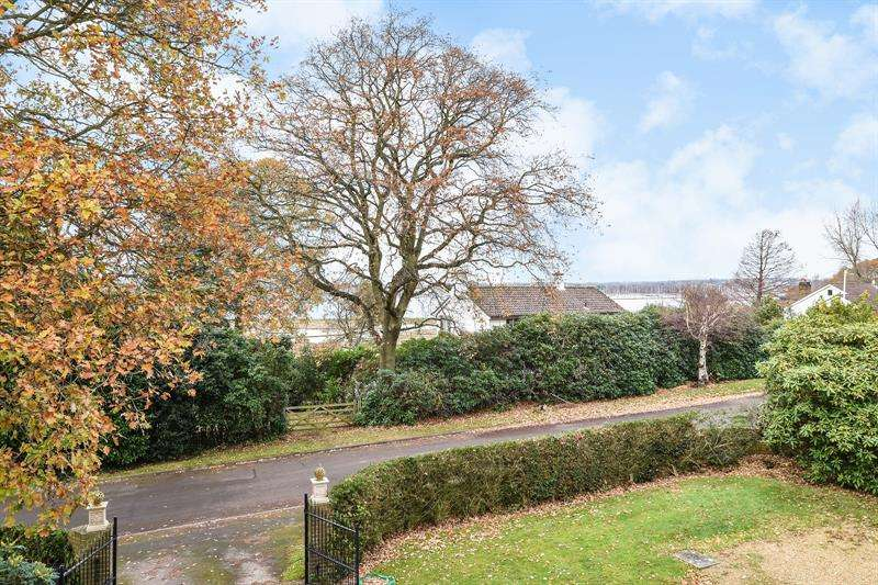 5 Bedrooms Detached House for sale in Thornton Avenue Warsash Southampton