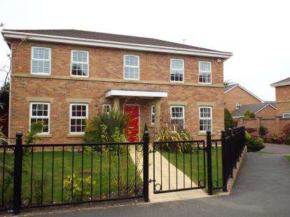 4 Bedrooms Detached House for sale in Victory Boulevard, Lytham St Annes, Lancashire, FY8