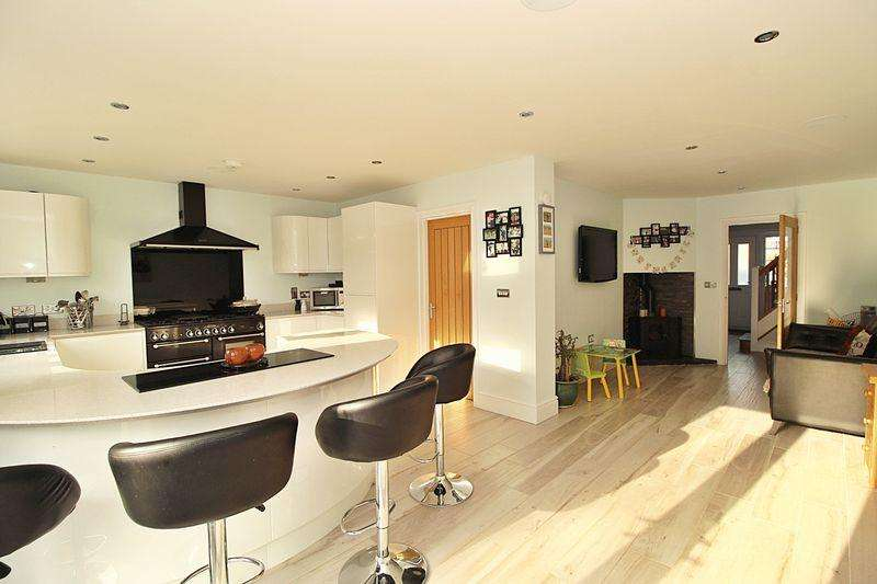 4 Bedrooms Detached House for sale in London Road, Biggleswade