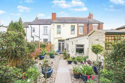 2 Bedrooms Terraced House for sale in Greave, Romiley, Stockport, Cheshire