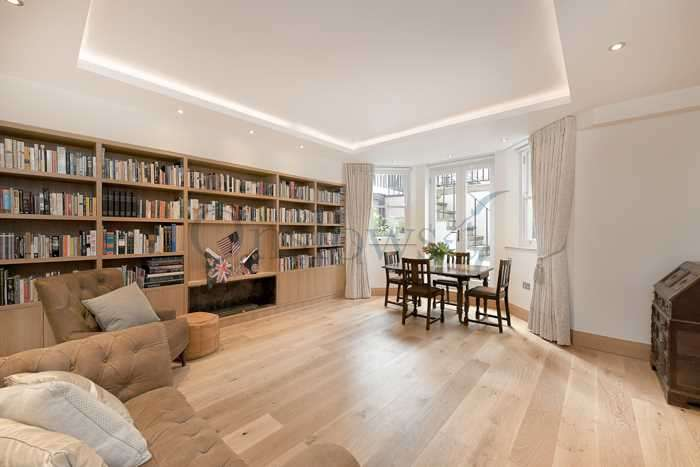 2 Bedrooms Apartment Flat for sale in Elm Park Gardens, London