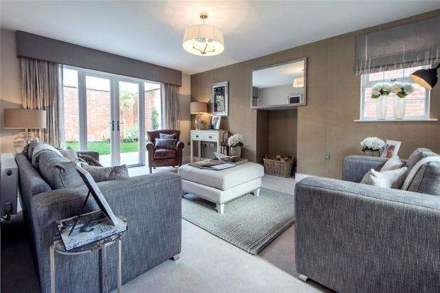 2 Bedrooms Bungalow for sale in Terrace Road North, Binfield, Berkshire