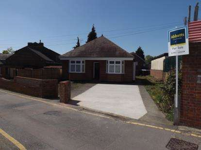 3 Bedrooms Bungalow for sale in Waltham Abbey, Essex