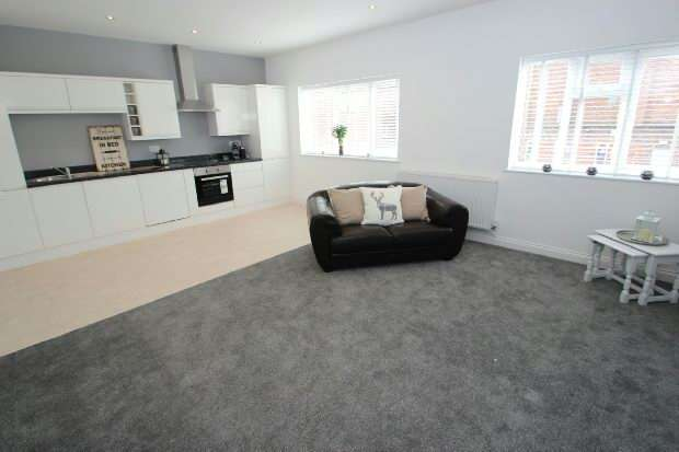 2 Bedrooms Apartment Flat for sale in Ashton Lane, Sale