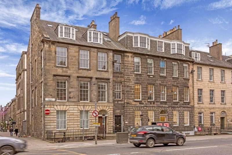 3 Bedrooms Flat for sale in 13/3 South Charlotte Street, Edinburgh, EH2 4AS
