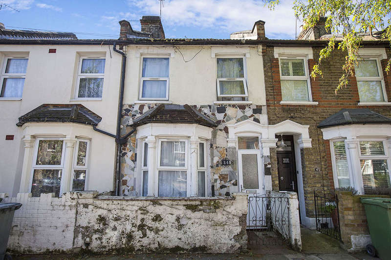 3 Bedrooms Terraced House for sale in Brock Road, London, E13