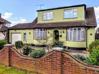 3 Bedrooms Detached House for sale in Canvey Island