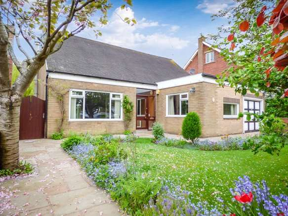 4 Bedrooms Detached Bungalow for sale in Alwood Avenue, Stanley Park, Blackpool