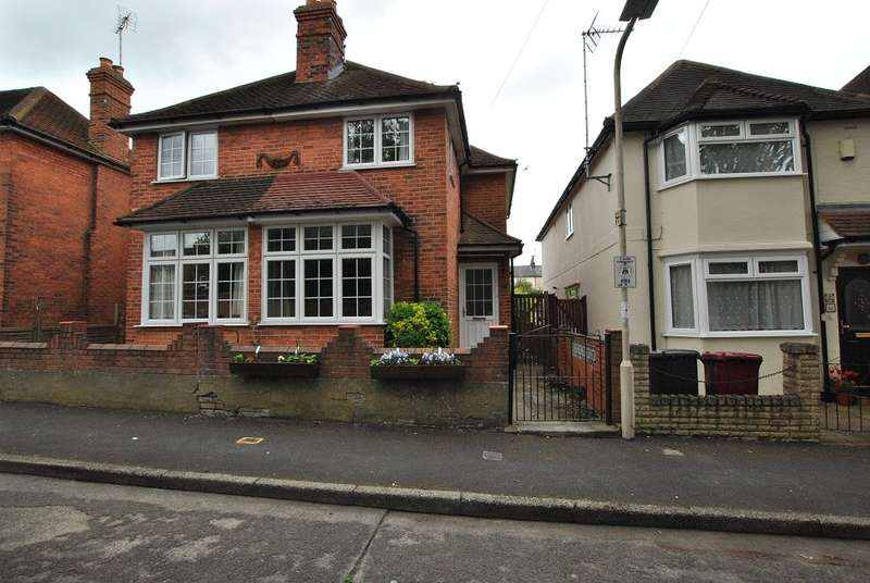 2 Bedrooms Semi Detached House for sale in Goldsmid Road, Reading
