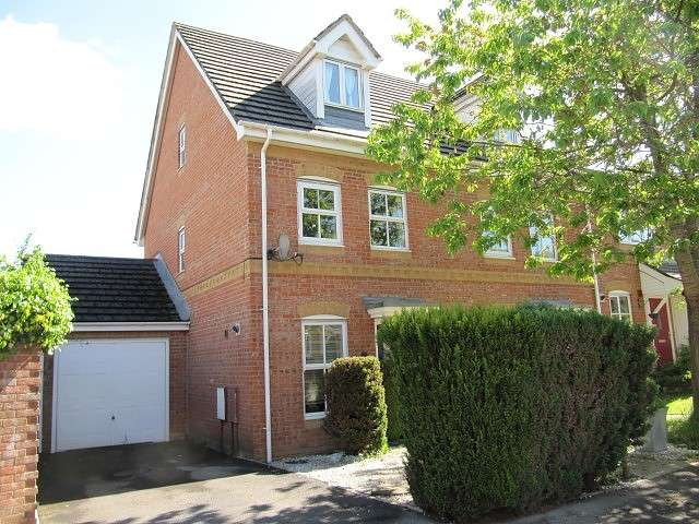 3 Bedrooms Town House for rent in Beggarwood, Basingstoke