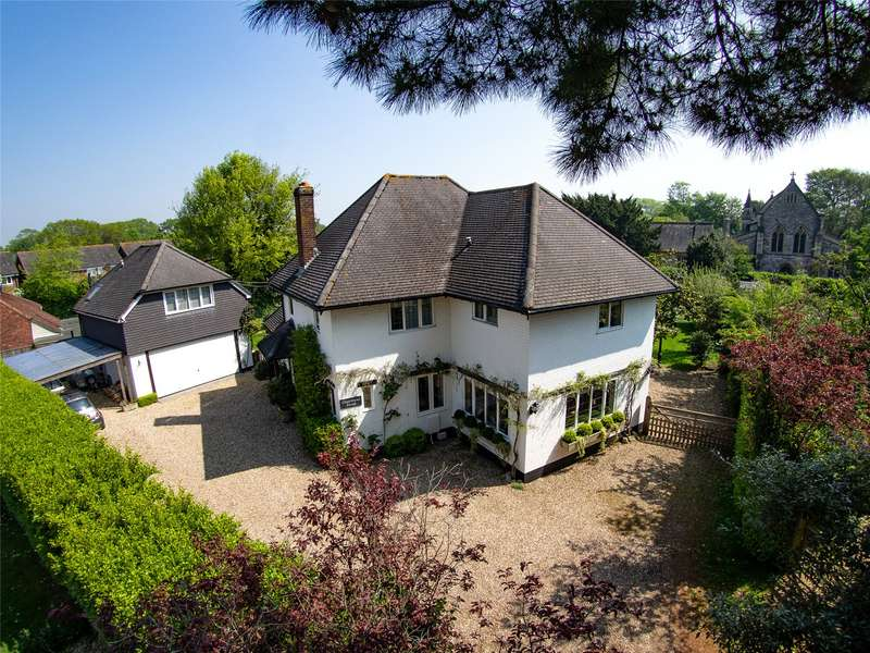4 Bedrooms Detached House for sale in Church Mead, Lymington, Hampshire, SO41