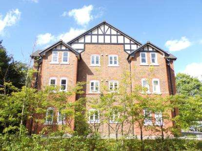 2 Bedrooms Flat for sale in Pencarrow Close, Manchester, Greater Manchester