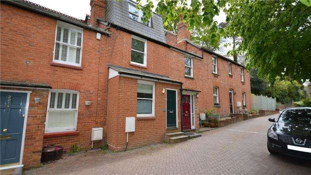 3 Bedrooms Terraced House for sale in Truss Hill Road, Sunninghill, Berkshire