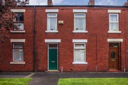 3 Bedrooms Terraced House for sale in George Street, Leyland, PR25