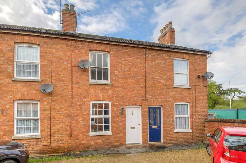 2 Bedrooms Terraced House for sale in Park View, Newport Pagnell
