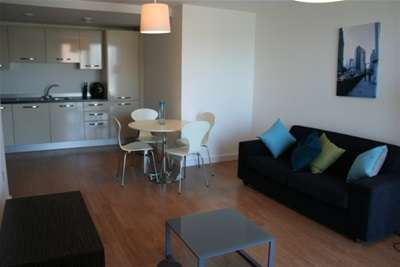 2 Bedrooms Flat for rent in Skyline, St Peters Square, City Centre
