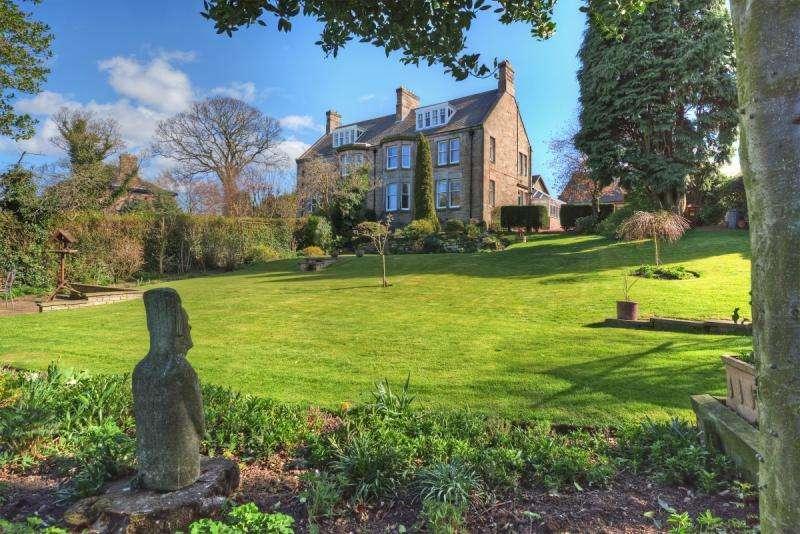5 Bedrooms Semi Detached House for sale in Glen View, Queen's Road, Wooler, Northumberland