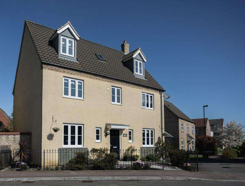 5 Bedrooms Detached House for sale in Morley Drive, Ely