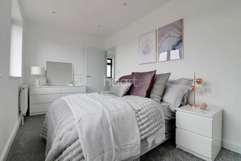 3 Bedrooms End Of Terrace House for sale in Macaulay Road, E6