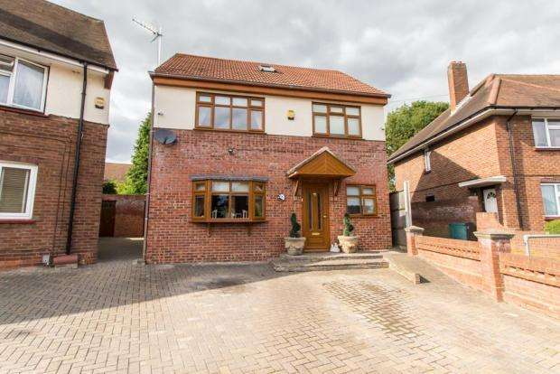 4 Bedrooms Detached House for sale in chelmsford ave, Romford RM5