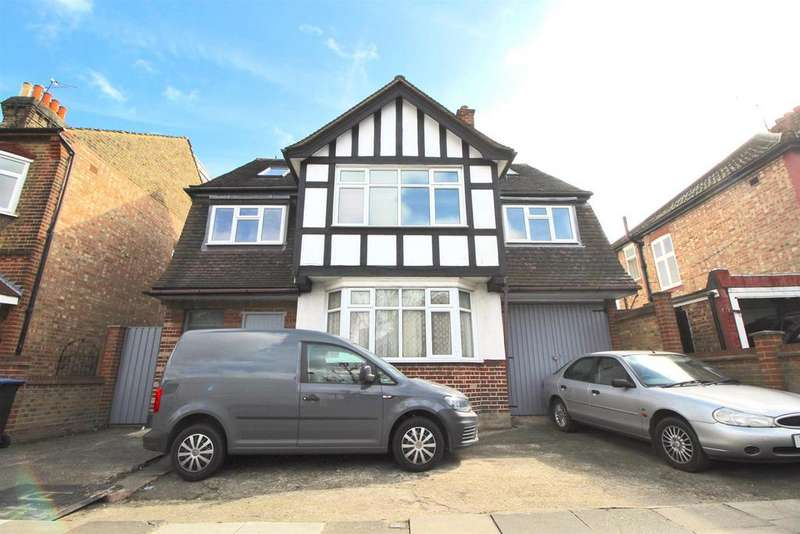 6 Bedrooms Detached House for sale in Latymer Road, Edmonton, N9