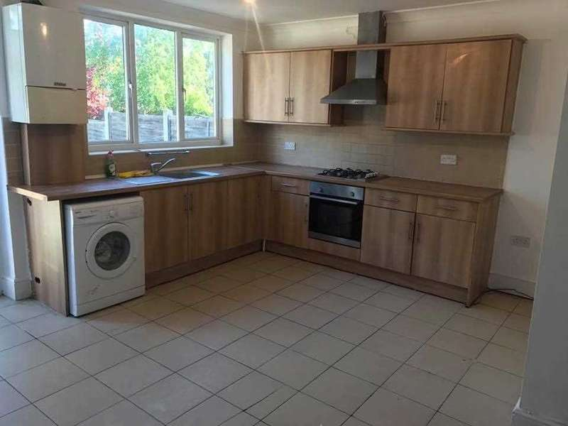 3 Bedrooms Terraced House for rent in Ainslie Wood Road, London