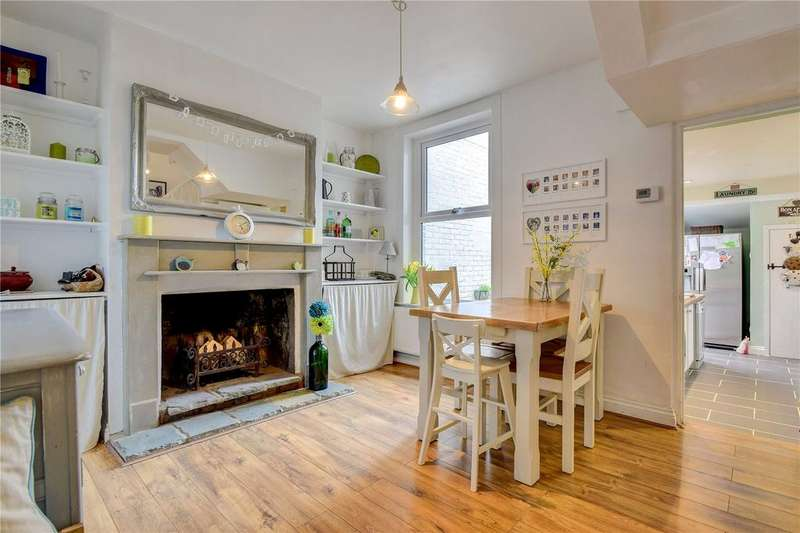 3 Bedrooms Terraced House for sale in Rushes Road, Petersfield, Hampshire