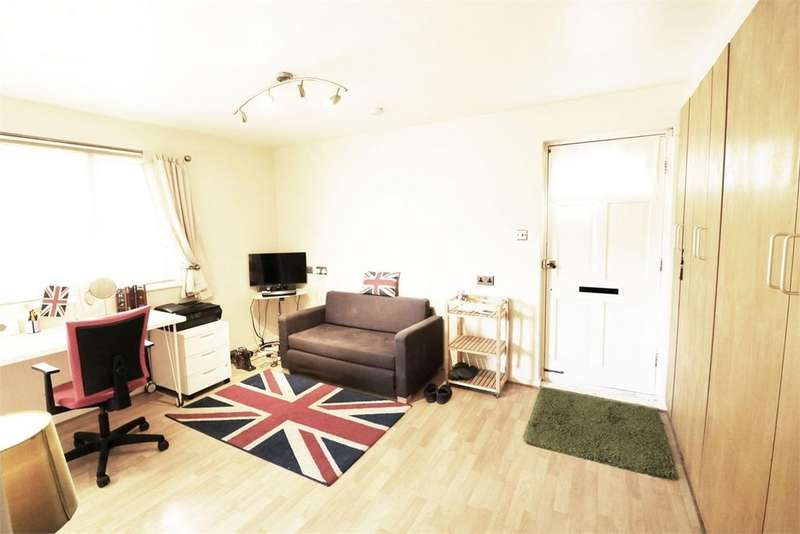 Studio Flat for sale in Burns Close, Colliers Wood, London