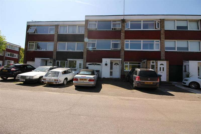 3 Bedrooms House for sale in Priory Court, Harlow
