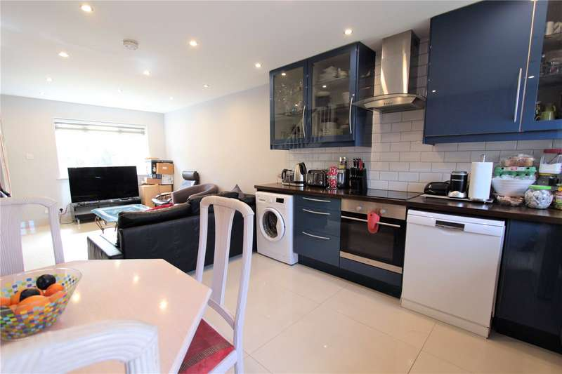3 Bedrooms Property for sale in Pendragon Walk London