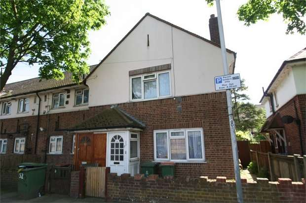 3 Bedrooms Flat for sale in Ridgwell Road, Custom House, London