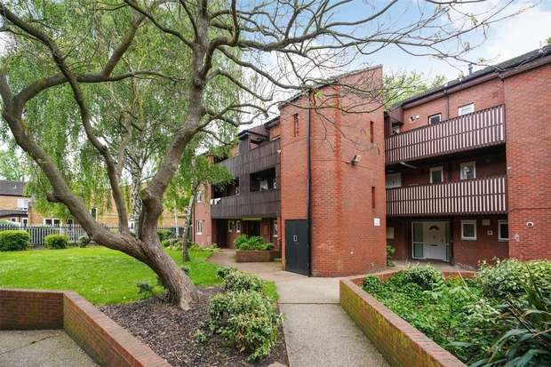 3 Bedrooms Flat for sale in Arnott Close, Chiswick
