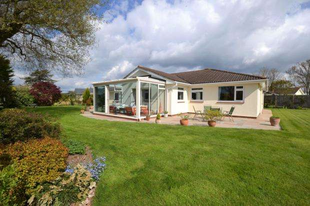 3 Bedrooms Detached Bungalow for sale in Russell Drive, East Budleigh, Budleigh Salterton, Devon