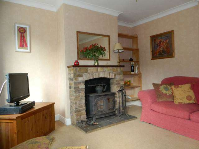 3 Bedrooms End Of Terrace House for rent in Queen Mary Road, Charlton Village, Shepperton