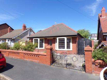 2 Bedrooms Bungalow for sale in St Ives Avenue, Blackpool, Lancashire, FY1