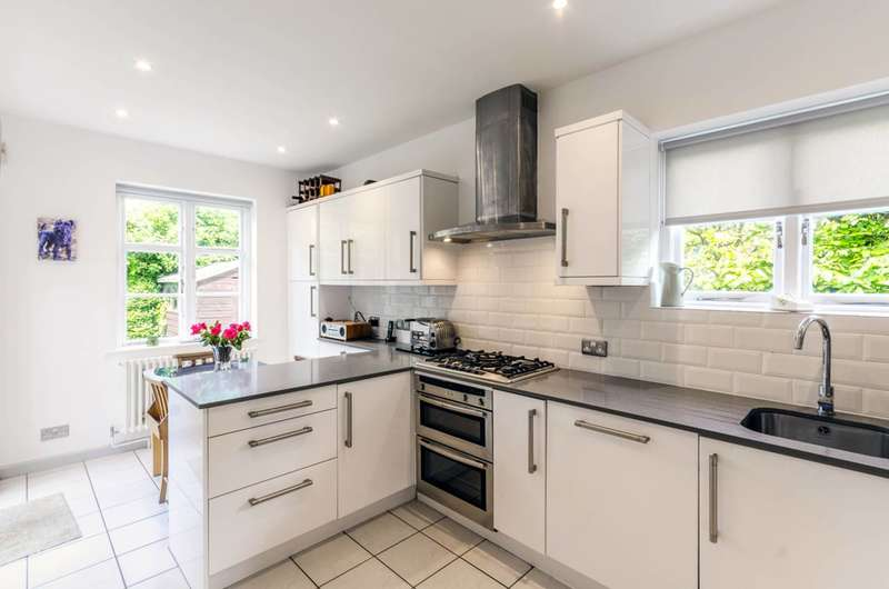 3 Bedrooms House for sale in Creswick Walk, Hampstead Garden Suburb, NW11